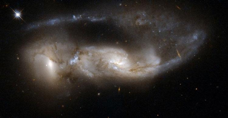 NGC 6621 y NGC 6622