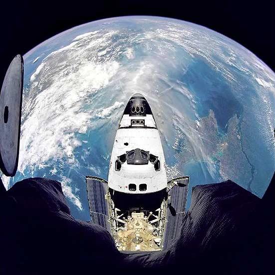 El transbordador Atlantis visto desde la Estación Espacial Rusa Mir