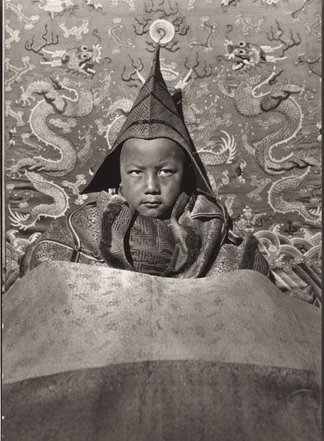 Niño reconocido como la reencarnación del Dalai Lama en 1928