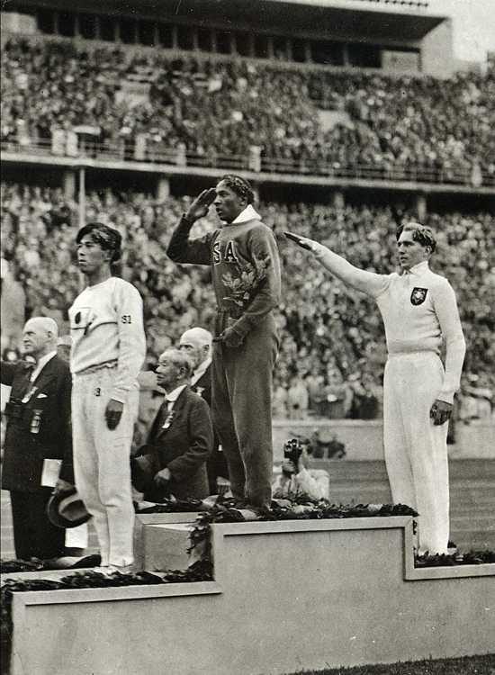 Las fotos de la historia: Jesse Owens podium en Berlín 1936